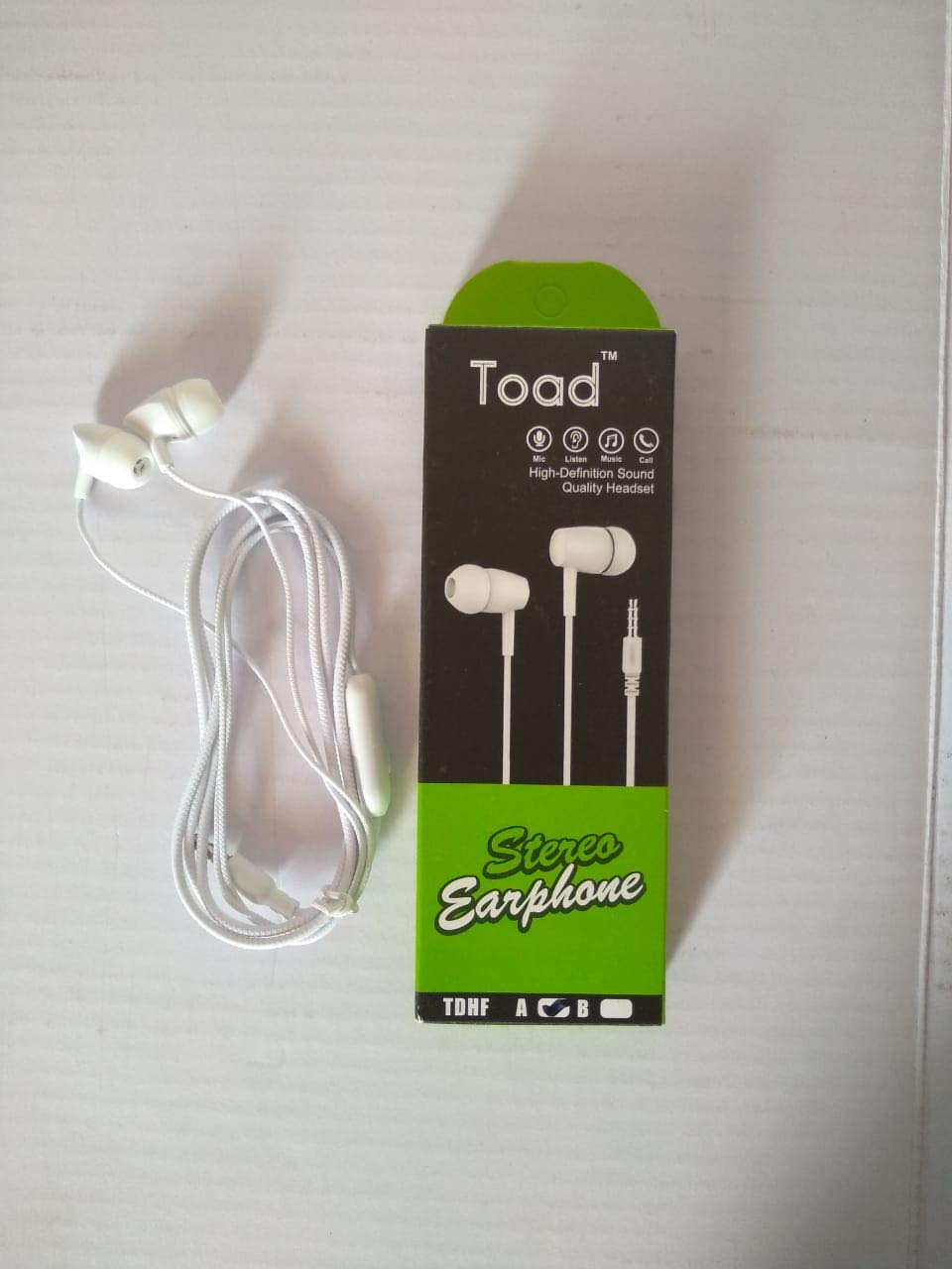 TOAD Hands-Free Wired Earphone with Mic, 3.5 mm Jack, Calling Function, Bass for All Andriod Smartphones (White)