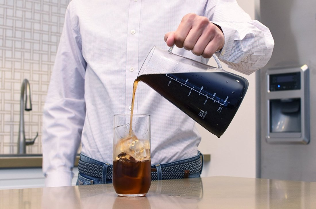 using-cold-brew-coffee-maker