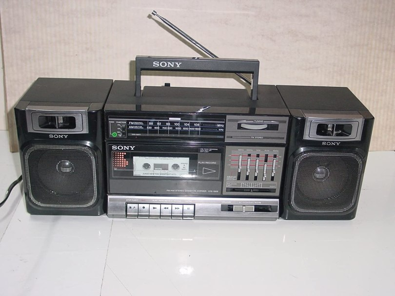 Vintage 80's Sony Model CFS-1000 Boombox AM/FM Stereo Radio Single Cassette  Tape Player Recorder AC/DC: Amazon.ca: Electronics