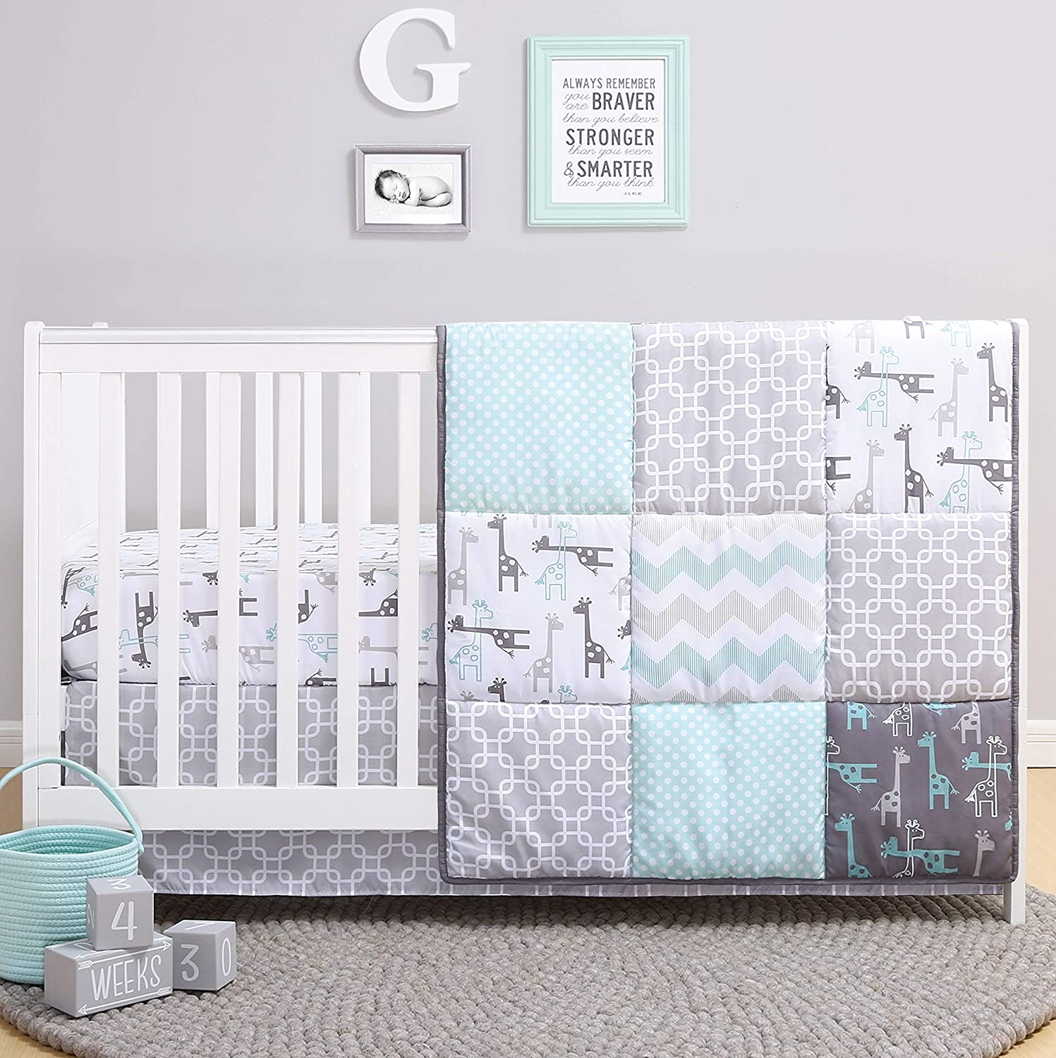 Amazon Com The Peanutshell Giraffe Crib Bedding Set For A Boy Girl And Unisex Nursery Baby Quilt Fitted Crib Sheet Crib Skirt Included Home Kitchen
