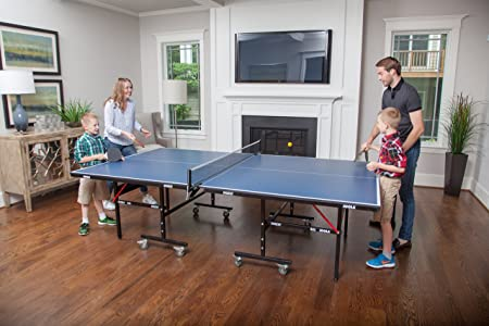 Family-Playing-Ping-Pong