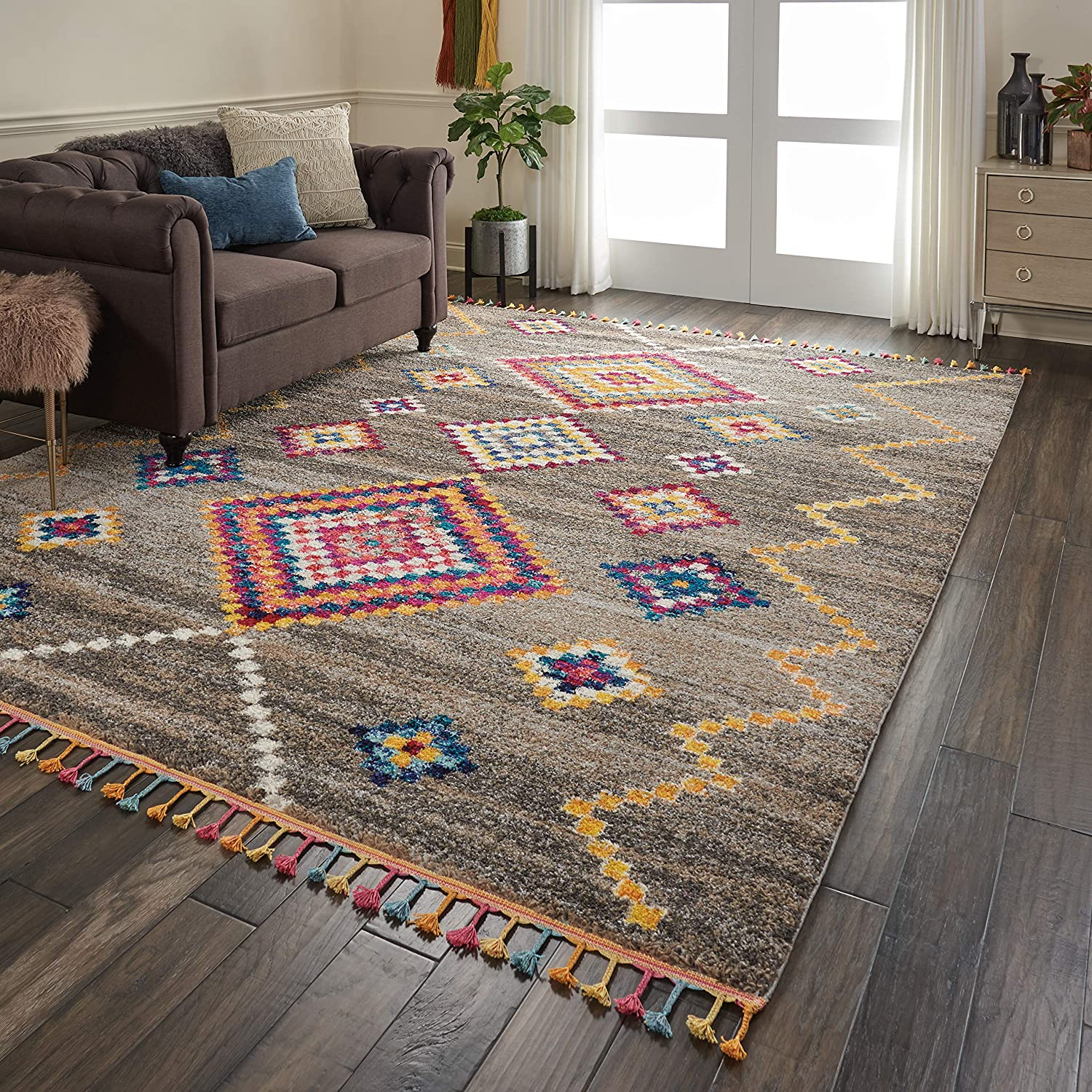 Furniture-around-area-rug