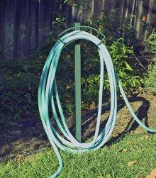 how to attach hose to suncast hose reel