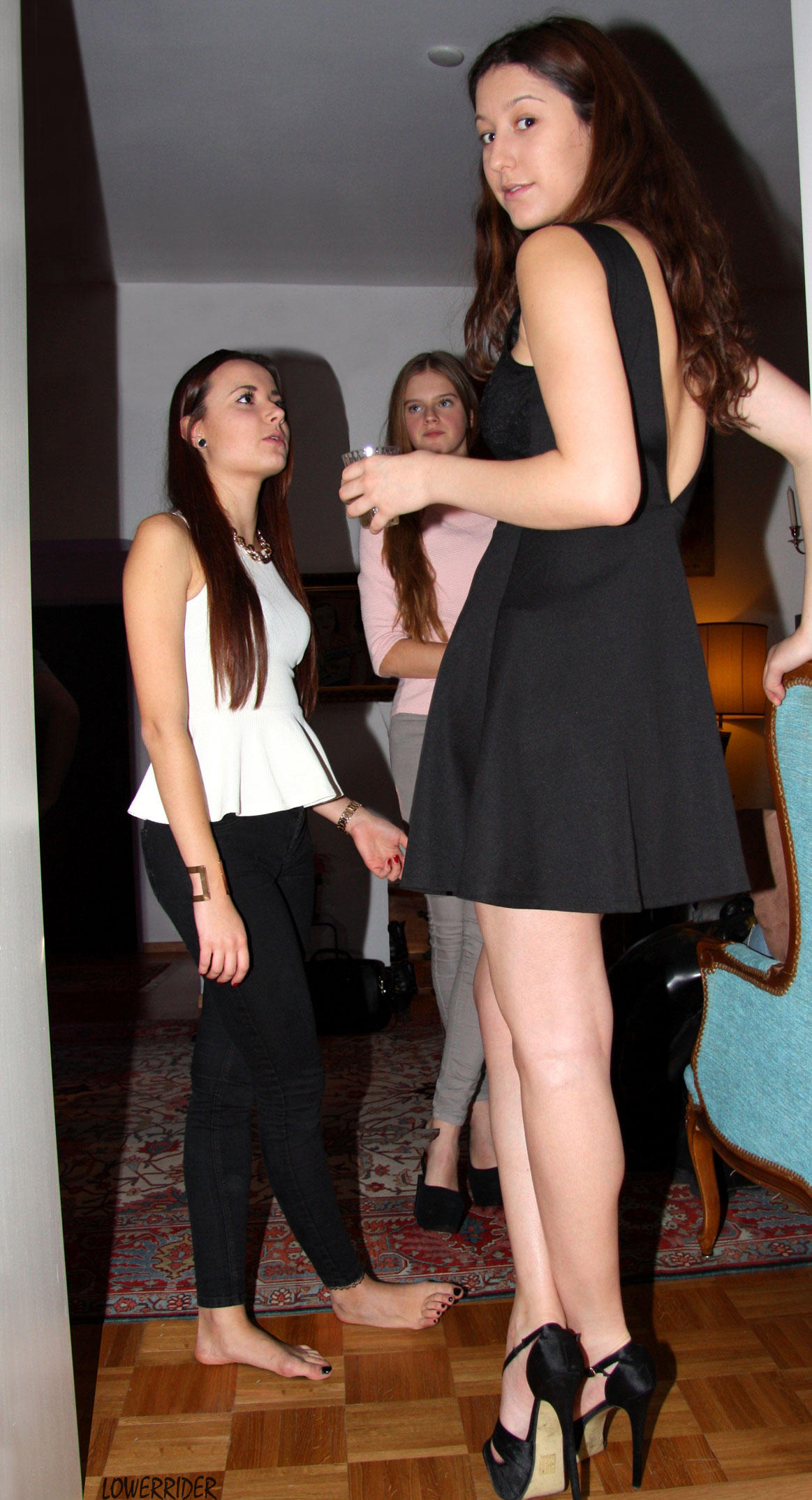 Tall Girl Short Girl At Party By Lowerrider On Deviantart