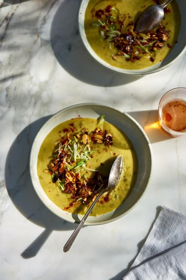 Una muy buena sopa vegetariana de guisantes partidos