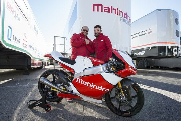 In Italien setzt Max Biaggi Mahindra-Motorräder ein