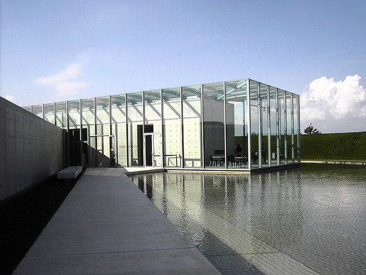 The Langen Foundation. Image © <a href='https://commons.wikimedia.org/wiki/File:Langen_Foundation_Neuss_02.jpg'>Wikimedia user Perlblau</a> licensed under <a href='https://creativecommons.org/licenses/by-sa/2.0/de/deed.en'>CC BY-SA 2.0 DE</a>