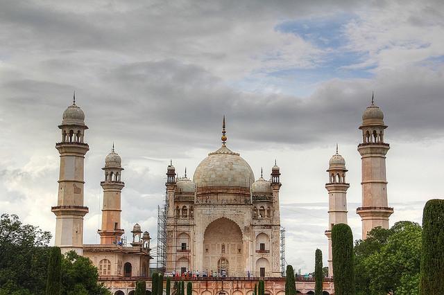 Los más increíbles (y desconocidos) edificios alrededor del Mundo,Taj of the Deccan. Via Flickr CC User. Imagen © Akshay Charegaonkar