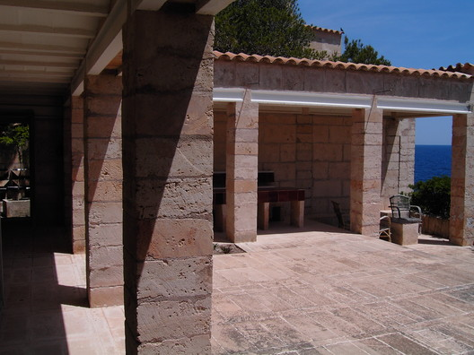 Utzon's Home on Mallorca. Image © <a href='https://www.flickr.com/photos/drzimage/475618855/'>Flickr user drzimage</a> licensed under <a href='https://creativecommons.org/licenses/by-sa/2.0/'>CC BY-SA 2.0</a>