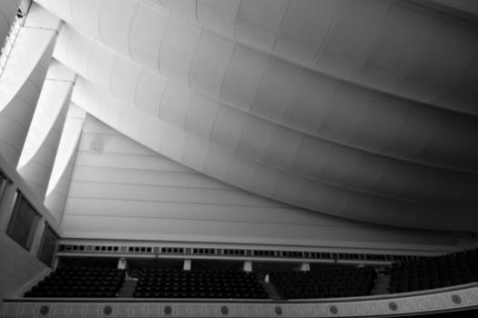 Ceiling of the debating chamber. Image © Jeffrey van der Wees