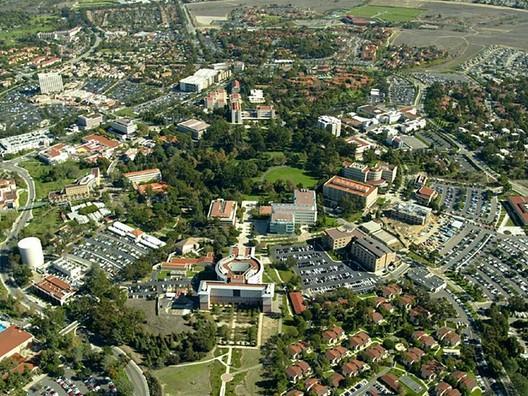 Campus_of_the_University_of_California__Irvine_(aerial_view__circa_2006) Spotlight: William Pereira Architecture