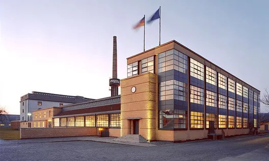 Fagus Factory, 1911. Image © Carsten Janssen <a href='https://commons.wikimedia.org/wiki/File:Fagus_Gropius_Hauptgebaeude_200705_wiki_front.jpg'>via Wikimedia</a> licensed under <a href='https://creativecommons.org/licenses/by-sa/2.0/de/deed.en'>CC-BY-SA-2.0-DE</a>