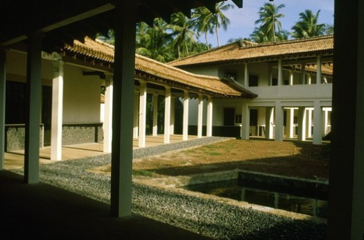 A courtyard in Bawa's campus for the University of Ruhuna. Image © Harry Sowden