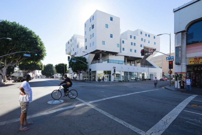 Living Anatomy An Exhibition About Housing At Harvard Graduate School Of Design Star Apartments Los Angeles