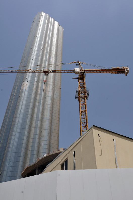 Burj Mohammed Bin Rashid; Abu Dhabi, UAE / Foster + Partners. Image © Ralf Roletschek, CC BY 3.0