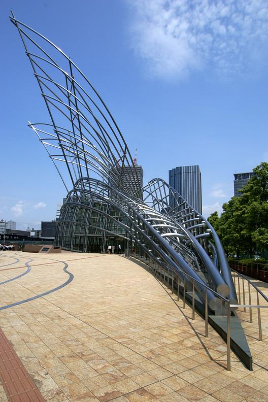 National Museum of Art, Osaka, Japan, 2004.. Image Courtesy of Wikipedia User: 663highland licensed under CC BY-SA 3.0