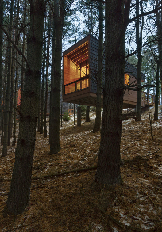 Specialized Housing: Whitetail Woods Regional Park Camper Cabins; Farmington, MN / HGA. Image Courtesy of AIA