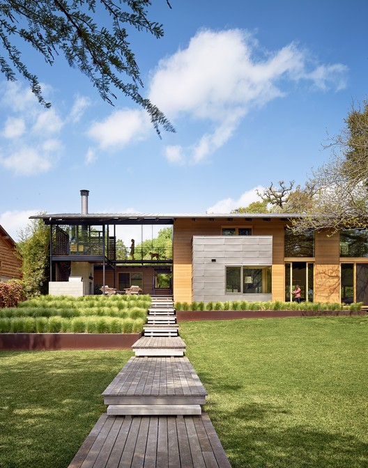 Custom Housing: Hog Pen Creek Retreat; Austin, Texas / Lake|Flato Architects. Image Courtesy of AIA
