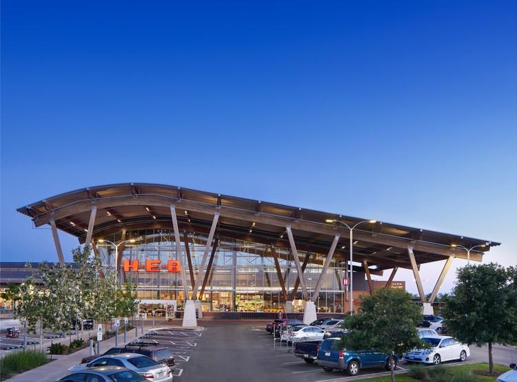 H-E-B at Mueller; Austin, TX/ Lake Flato Architects, H-E-B Design + Construction, Selser Schaefer Architects. Image © Casey Dunn