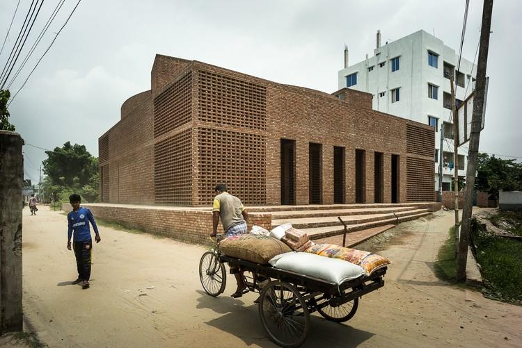 Bait Ur Rouf Mosque, Dhaka, Bangladesh, Marina Tabassum. Image Courtesy of The Aga Khan Award for Architecture