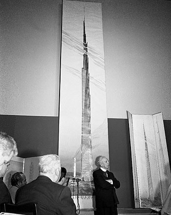 Press conference unveiling The Mile-High Illinois (Chicago, Illinois). Unbuilt Project. 1956. Image © The Frank Lloyd Wright Foundation Archives (The Museum of Modern Art | Avery Architectural & Fine Arts Library, Columbia University, New York)