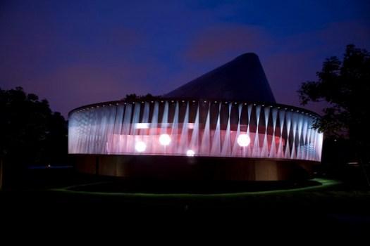 Serpentine Pavilion 2007. Image © Luke Hayes