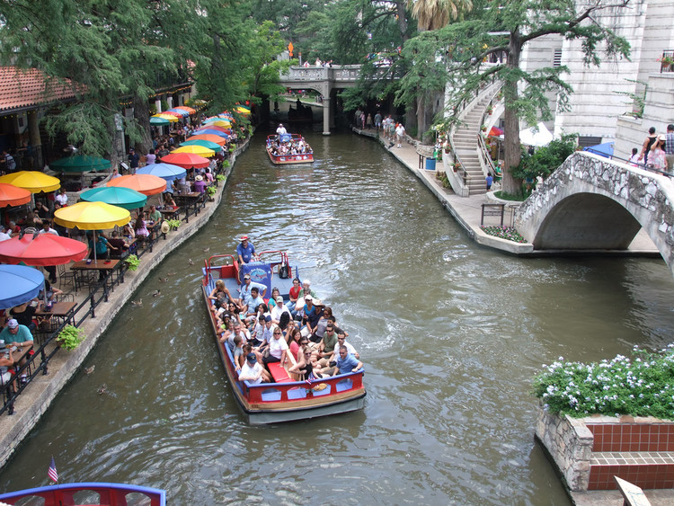 Riverwalk San Antonio. Image © Flickr Usuario: Tim (Timothy) Pearce Licencia: CC BY 2.0