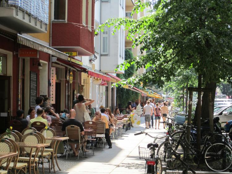 Conexões entre pessoas e lugares podem ser a chave para a segurança dos espaços públicos, Bons espaços públicos se conectam com as pessoas. Image © La Citta Vita, via Flickr. Licença CC BY-SA 2.0