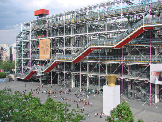 Centre Georges Pompidou. Image © <a href='https://www.flickr.com/photos/dalbera/2496569412'>Flickr user dalbera</a> licensed under <a href='https://creativecommons.org/licenses/by/2.0/'>CC BY 2.0</a>