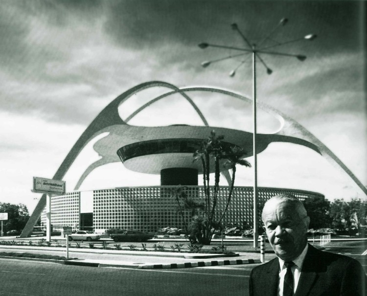 LAX Theme Building, 1961. Image Courtesy of AIA