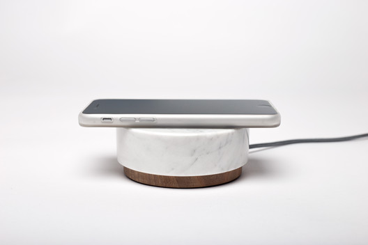 'Pebble' Wireless Charger / Oree