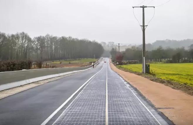França inaugura sua primeira rodovia solar que gera energia para uma cidade