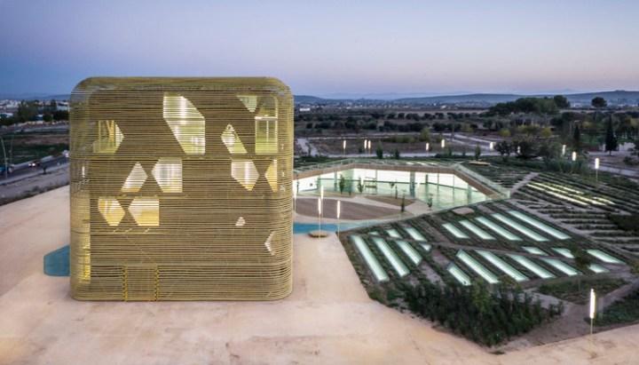 """Palacio de Congresos y Exposiciones """"Vegas Altas"""" / Pancorbo + de Villar + Chacón + Martín Robles. Imagen © Jesús Granada"""