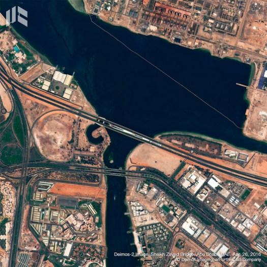 Puente Sheikh Zayed. Image © Deimos Imaging