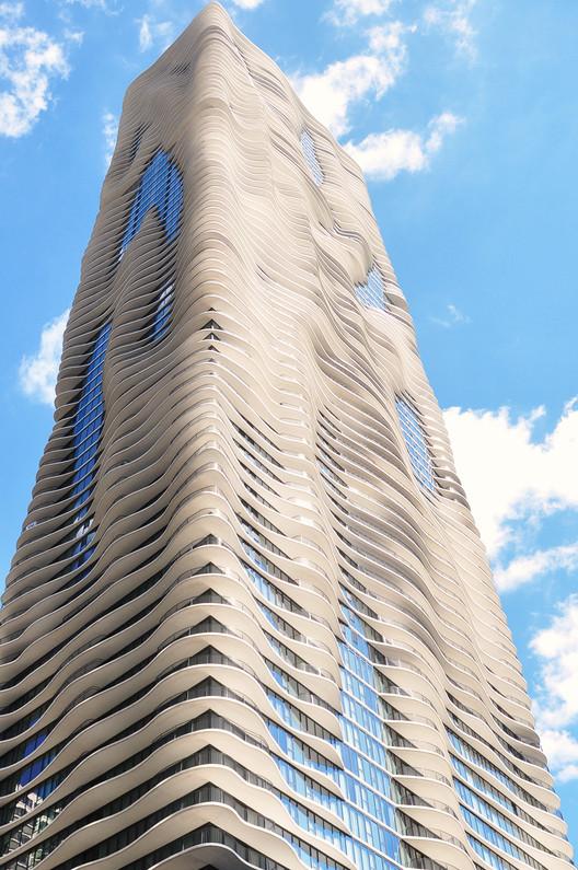 Aqua Tower. Image © Victor Delaqua