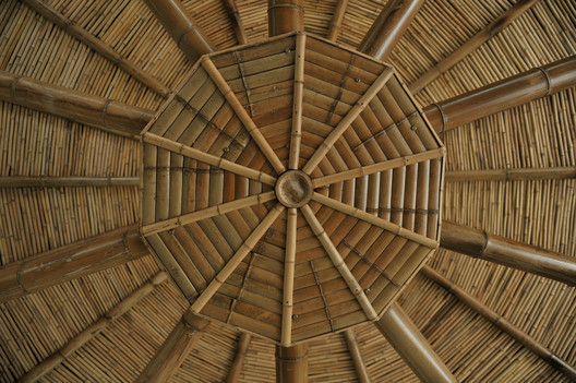 Bamboo structure roof truss . Image © Youkun Chen