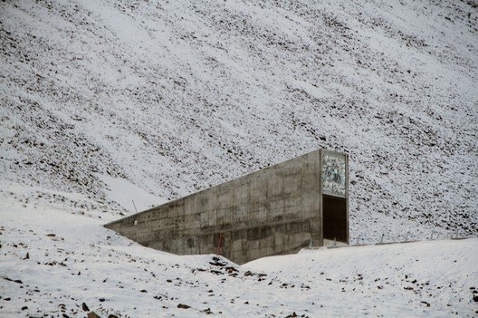 © <a href='https://commons.wikimedia.org/wiki/File:Svalbard_seed_vault_IMG_8751.JPG'>Wikimedia user Bjoertvedt</a> licensed under <a href='https://creativecommons.org/licenses/by-sa/3.0/deed.en'>CC BY-SA 3.0</a>