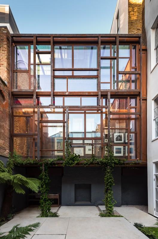© Luigi Parise. ImageThe Layered Gallery / Gianni Botsford Architects Ltd