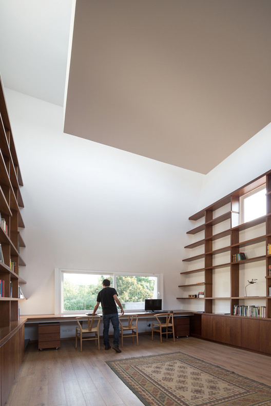 Library. Image © Nico Saieh