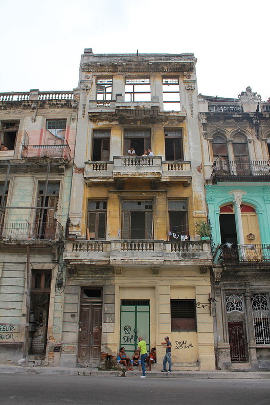 Poorly maintained buildings in Havana, Cuba. Image © <a href='https://commons.wikimedia.org/wiki/File:Building_in_Havana,_Cuba.JPG'>Wikimedia user Eggenbergurbock23</a> licensed under <a href='https://creativecommons.org/licenses/by-sa/3.0/deed.en'>CC BY-SA 3.0</a>