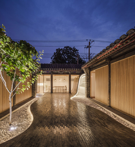 Courtyard view at night. Image © Wang Ning, Jin Weiqi