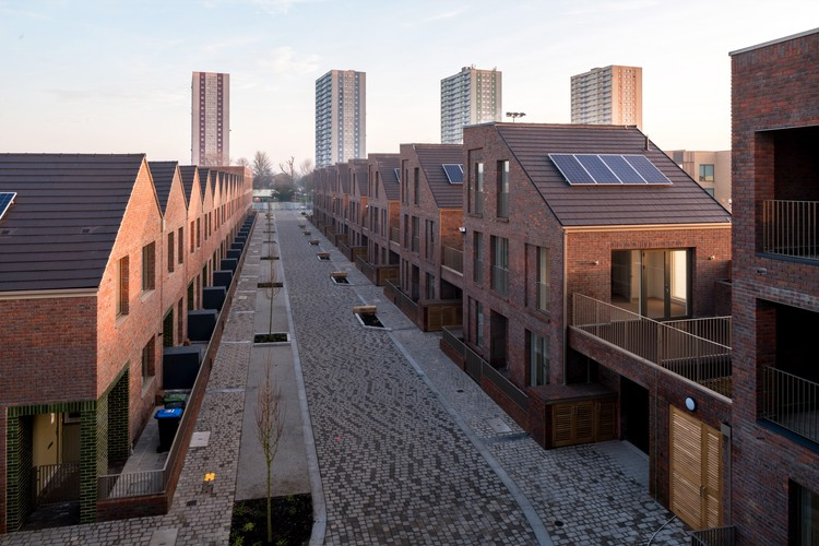 Dujardin Mews / Karakusevic Carson Architects with Maccreanor Lavington © Mark Hadden