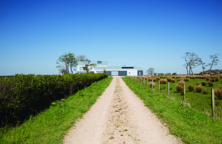 Newhouse of Auchengee / Ann Nisbet Studio © Susan Castillo