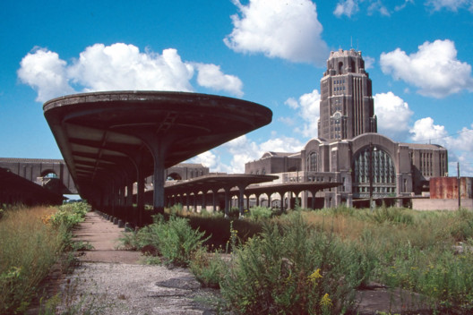 © <a href='https://commons.wikimedia.org/wiki/File:Buffalo_Central_Terminal_(4844255509).jpg'>Wikimedia user Bruce Fingerhood</a> licensed under <a href='https://creativecommons.org/licenses/by/2.0/deed.en'>CC BY-2.0</a>