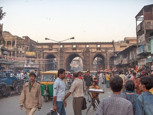 Teen Darwaza, one of the walled city's gates. Image© <a href='https://commons.wikimedia.org/wiki/File:Teen-Darwaza.jpg'>Wikimedia user Nichalp</a> licensed under <a href='https://creativecommons.org/licenses/by-sa/2.5/deed.en'>CC BY-SA 2.5</a>