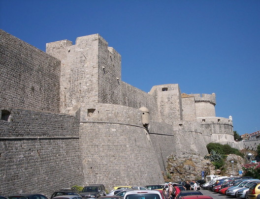 Dubrovnik City Walls: King's Landing. Image <a href='https://commons.wikimedia.org/wiki/File:Walls_of_Dubrovnik-3.jpg'>via Wikimedia</a>. Image by László Szalai in public domain