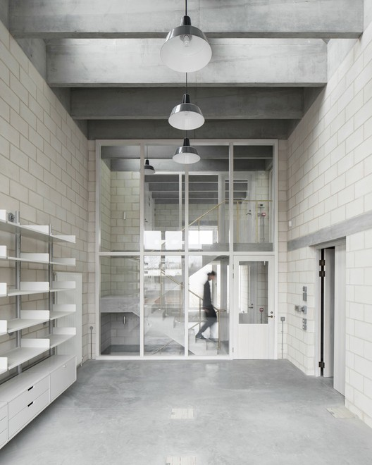 Photography Studio for Juergen Teller / 6a architects. Image © Johan Dehlin