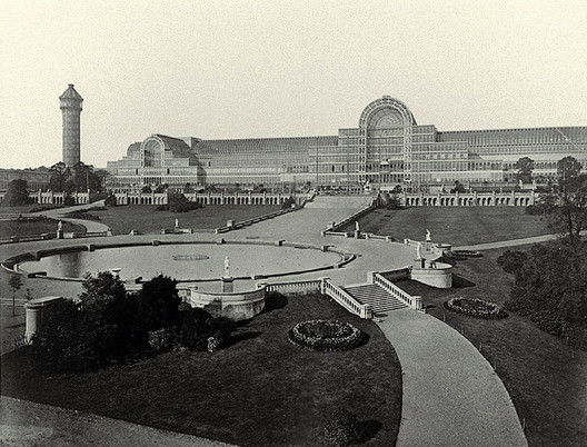 Image <a href='https://upload.wikimedia.org/wikipedia/commons/archive/d/d8/20130712160707%21Crystal_Palace_General_view_from_Water_Temple.jpg'>via Wikimedia</a>. Photo by Philip Henry Delamotte in public domain