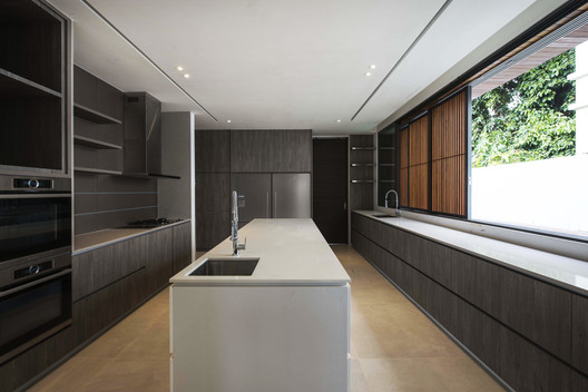 Kitchen. Image Courtesy of Ming Architects