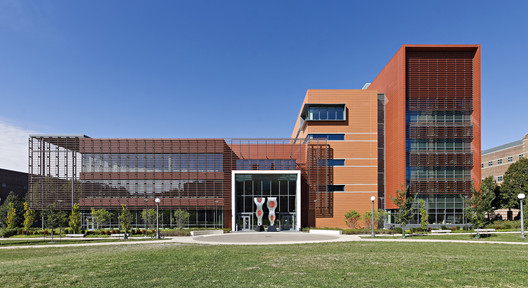 University of Illinois Urbana - Champaign Electrical and Computer Engineering Building; Urbana, Illinois / SmithGroupJJR. Image © Liam Frederick Photography